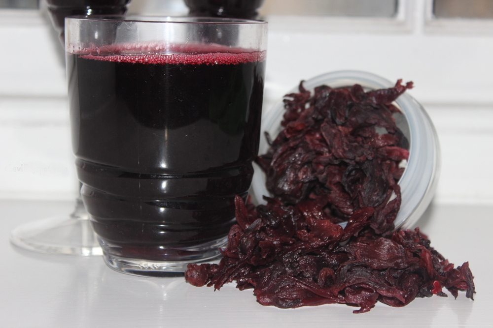 How to prepare your healthy home-made Zobo drink